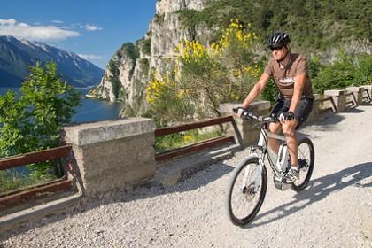 e-bike, pedelec, man, fahrrad, mountainbike, gardasee